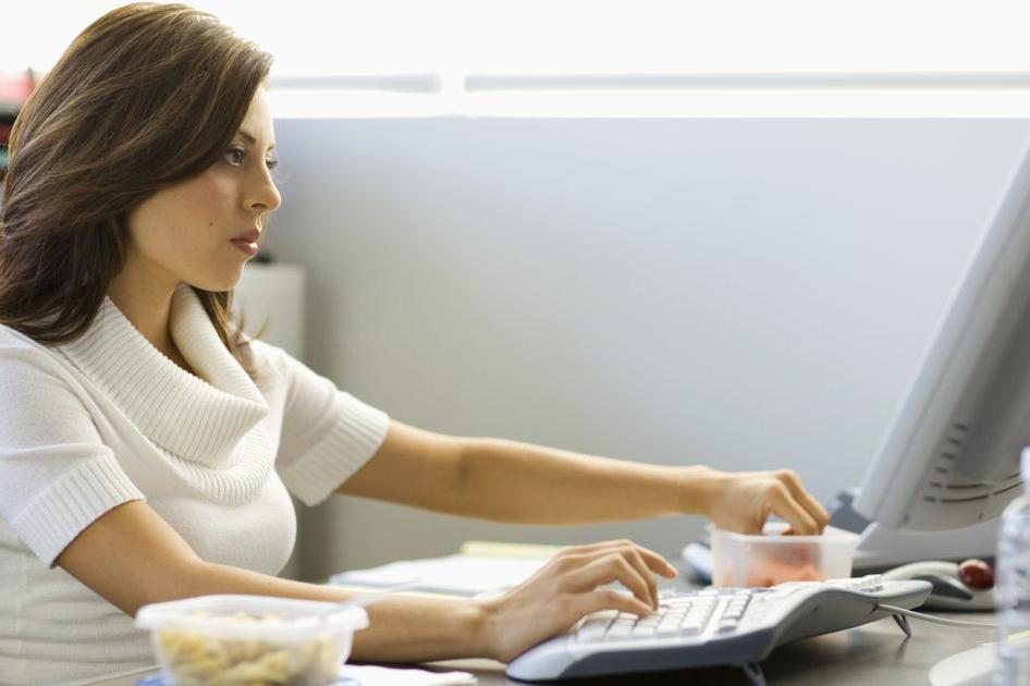 5 Tips Mencegah Naik Berat Badan Saat di Kantor