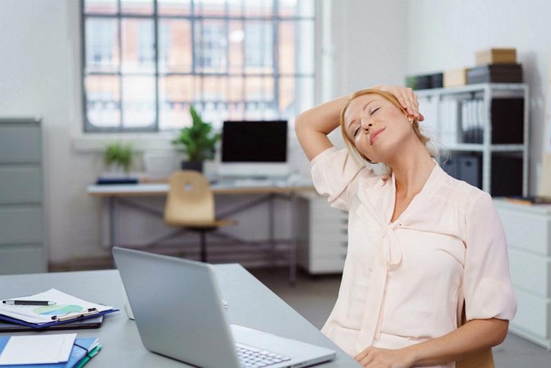 5 Tips Mengatasi Nyeri Punggung saat Kerja di Kantor