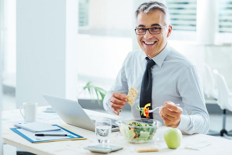 5 Tips Menjaga Jantung Tetap Sehat Walau Seharian di Kantor