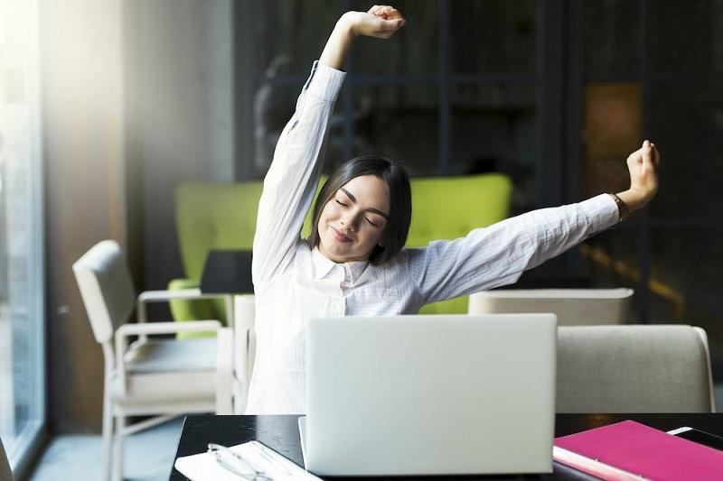 5 Tips Tetap Sehat Meski Sibuk di Kantor