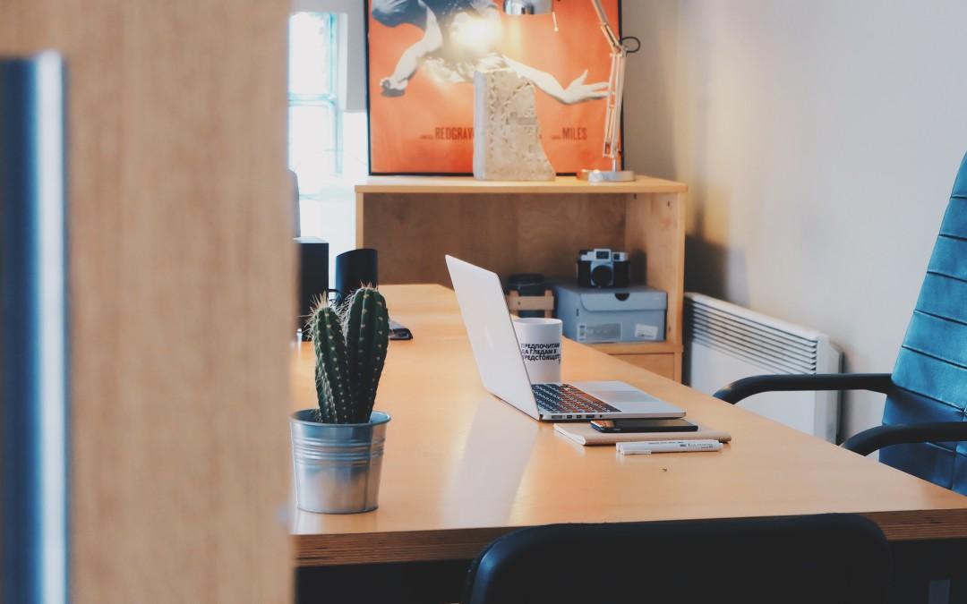 Berkreasi Bikin Wadah Alat Kantor Supaya Meja Lebih Rapi