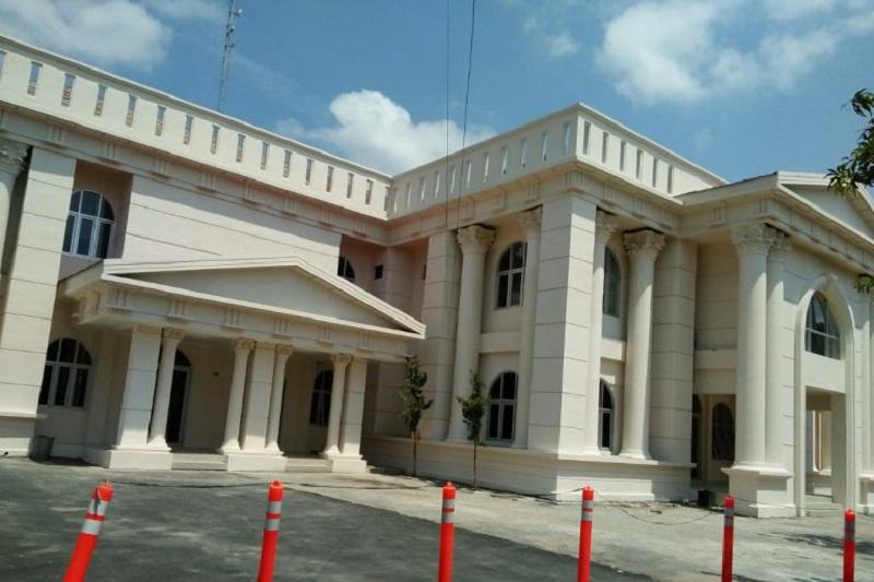 Gedung Perkantoran Pemerintahan ini Berkonsep Romawi Kuno