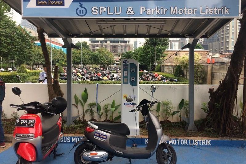 Gedung Perkantoran Pertama yang Sediakan Parkir Motor Listrik