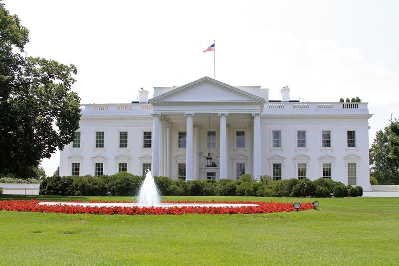 Gedung Putih Larang Penggunaan Ponsel Pribadi dari Kantor Presiden
