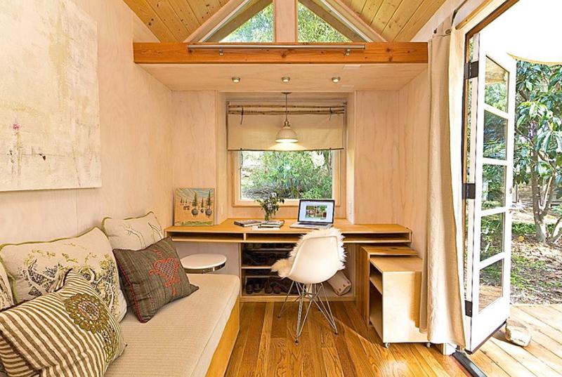 Inspirasi Desain Ruang Kerja di Rumah saat Malas Lembur di Kantor