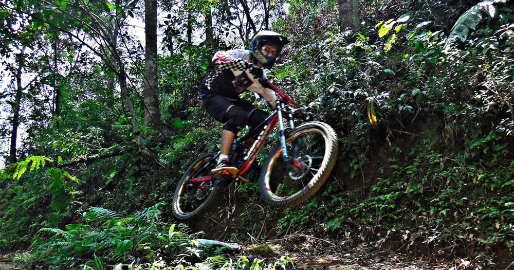 Ayo bersepeda melintasi pegunungan di kota Garut