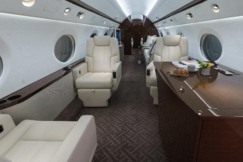 Miliarder Ini Sulap Jet Pribadinya Menjadi Kantor Mewah