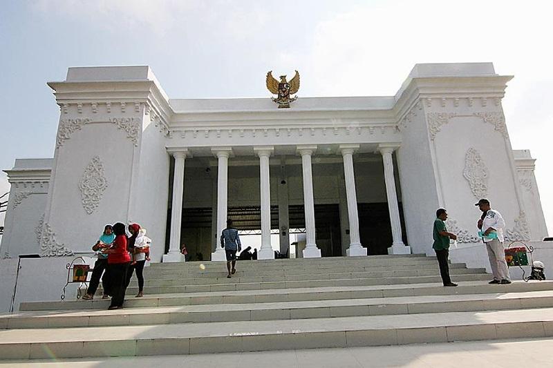 Mirip Istana Negara, Kantor Desa Ini Jadi Tempat Wisata Baru