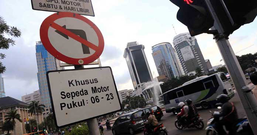 Mulai bulan Oktober, motor dilarang lewat