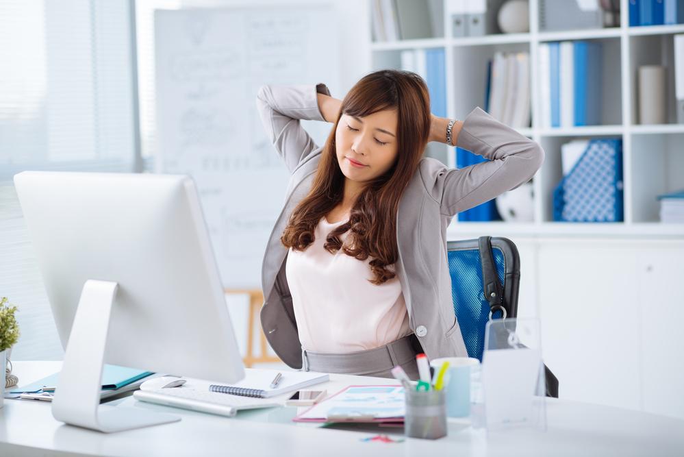 Tips Membenarkan Posisi Duduk Saat sedang Bekerja di Kantor