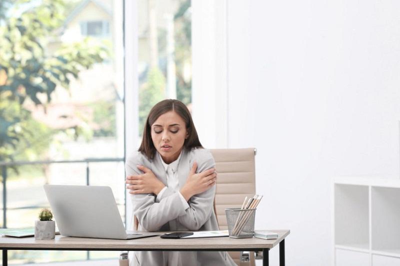 Ruangan Kantor Terlalu Dingin Turunkan Produktivitas Wanita