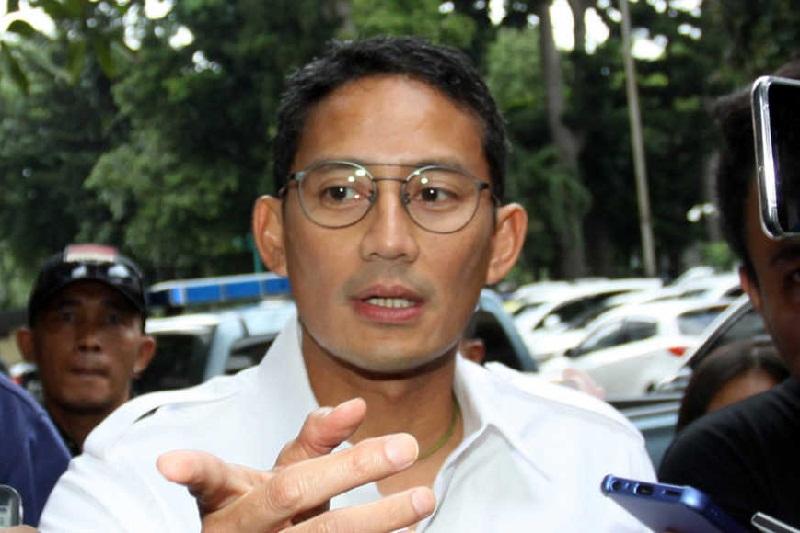 Sandiaga Akan Pindahkan PKL Melawai ke Gedung Perkantoran