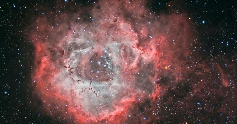 Seorang nenek usia 60 tahun berhasil memotret Nebula di langit