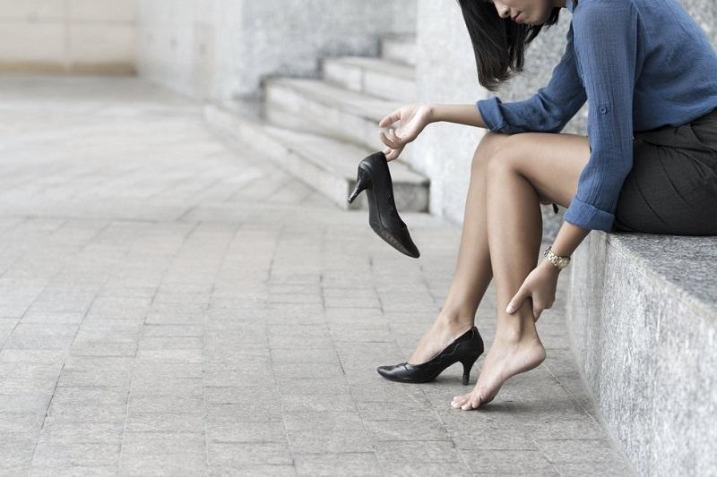 Tips Agar Bebas Cidera dan Nyaman dengan High Heels di Kantor