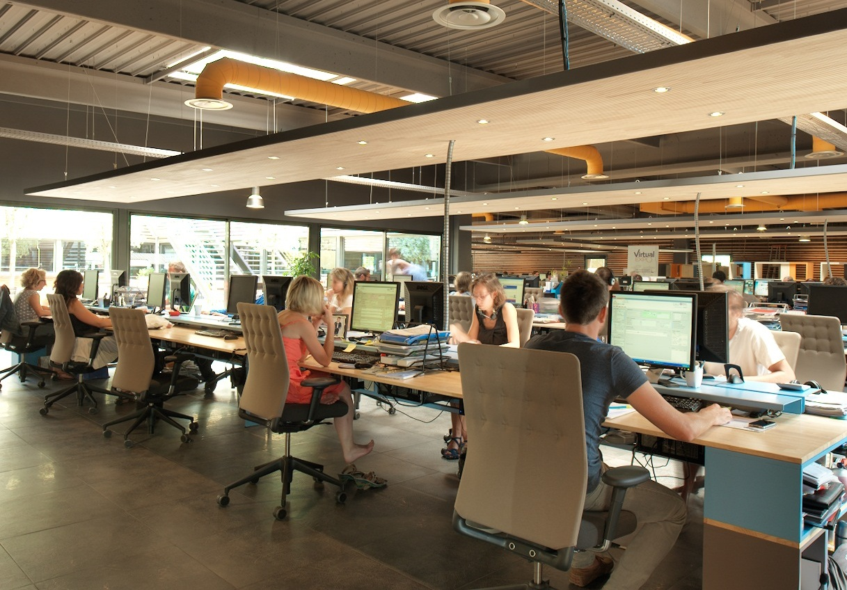 Tips Agar Tetap Fokus Bekerja di Kantor Open Space