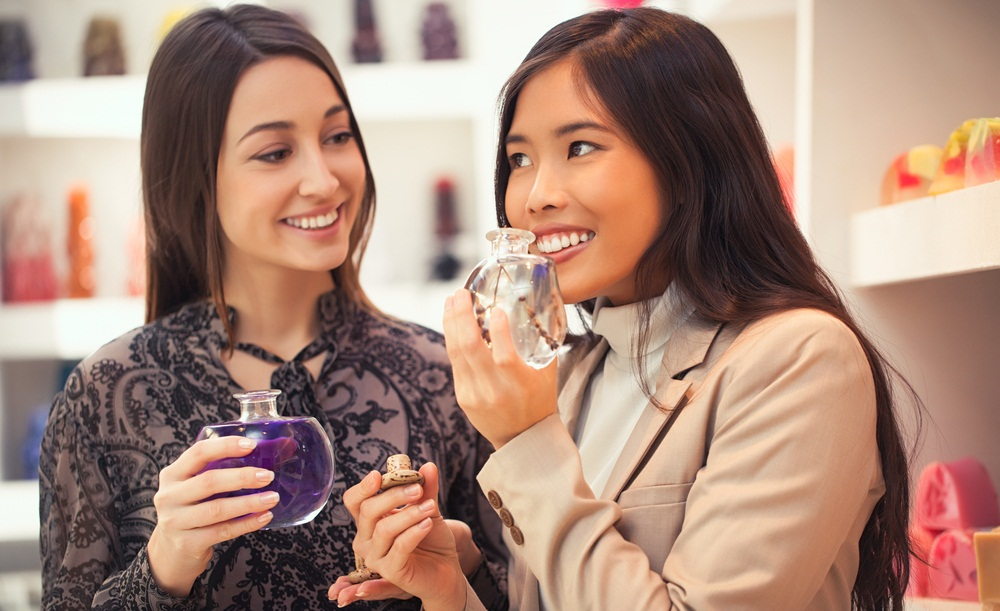 Tips Memilih Parfum yang Tepat Untuk Dipakai ke Kantor