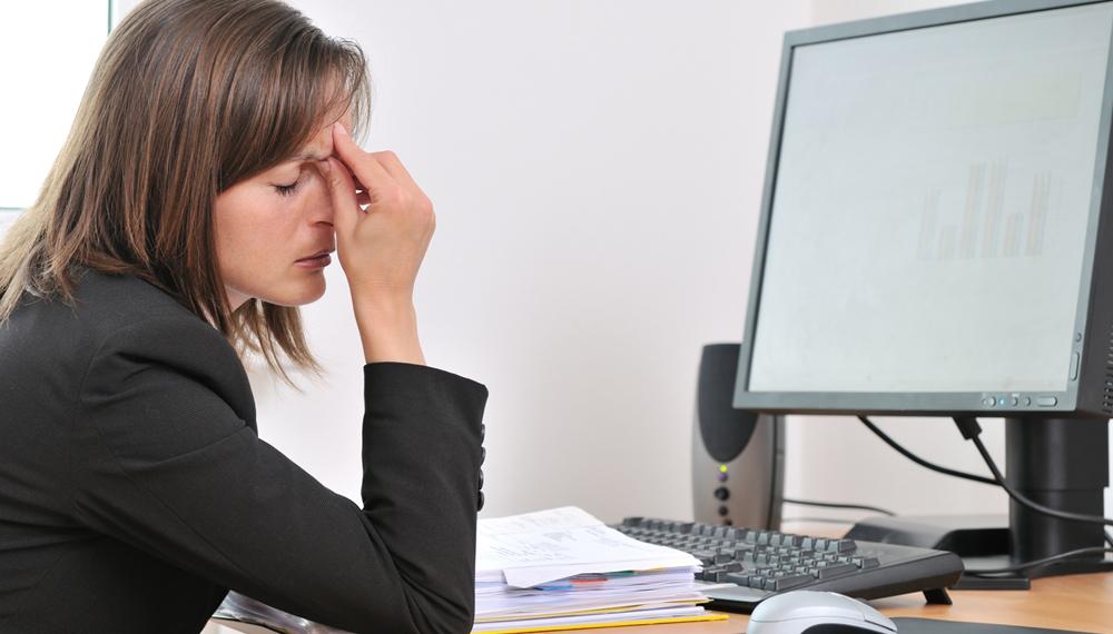 Tips Mencegah Sakit Kepala Ketika di Kantor