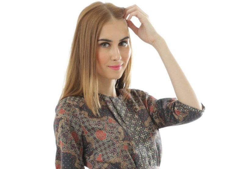Tips Tampil Trendi ke Kantor Dengan Baju Batik