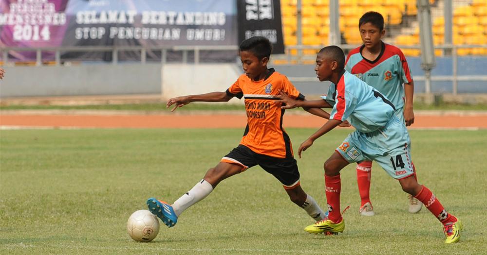 Ini Sebabnya Anak Papua Pandai Bermain Sepak Bola