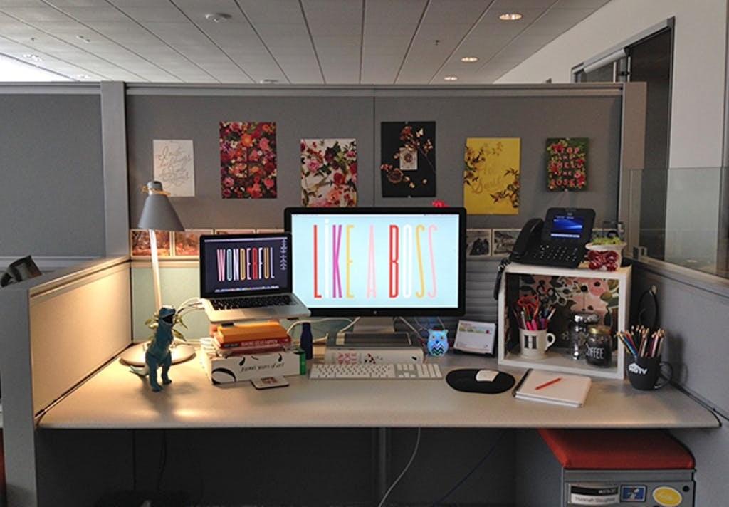 Usir Stres Dengan Dekorasi Meja Kantor